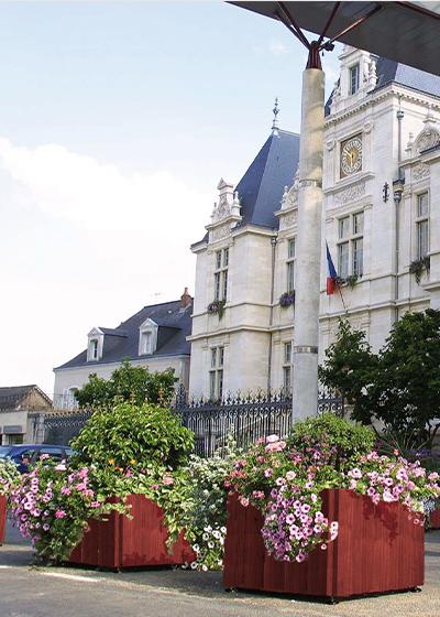 Photo de jardinnières fleurie devant mairie